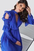 Andrea Hedenstedt x NA-KD Cold Shoulder Flounce Maxi Dress - Blue