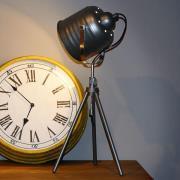 Iøjnefaldende Studio bordlampe